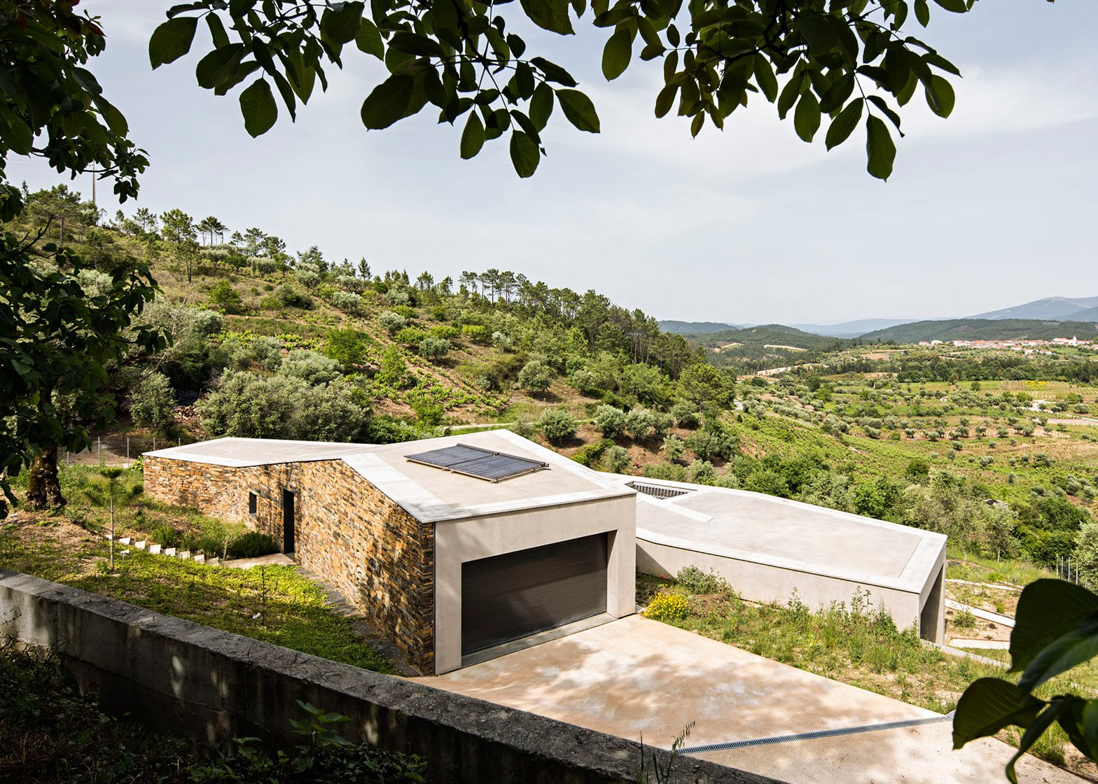 Casa na Gateira by Camarim Arquitectos in Portugal residential architecture concrete