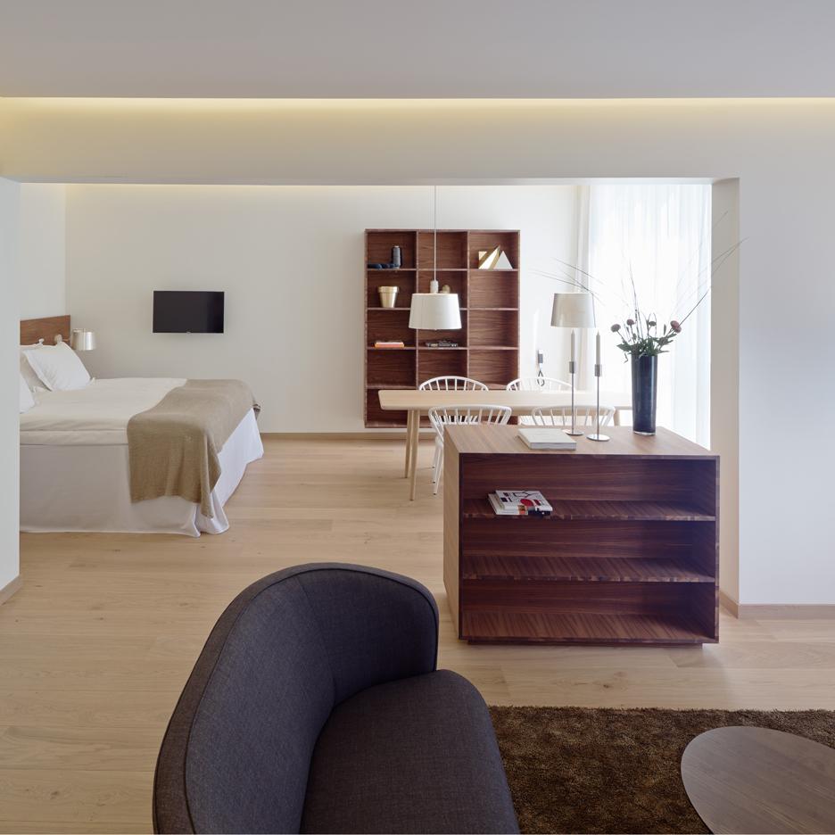 hotel-vaxjo-pm-vanner-sweden-interior_dezeen_sq