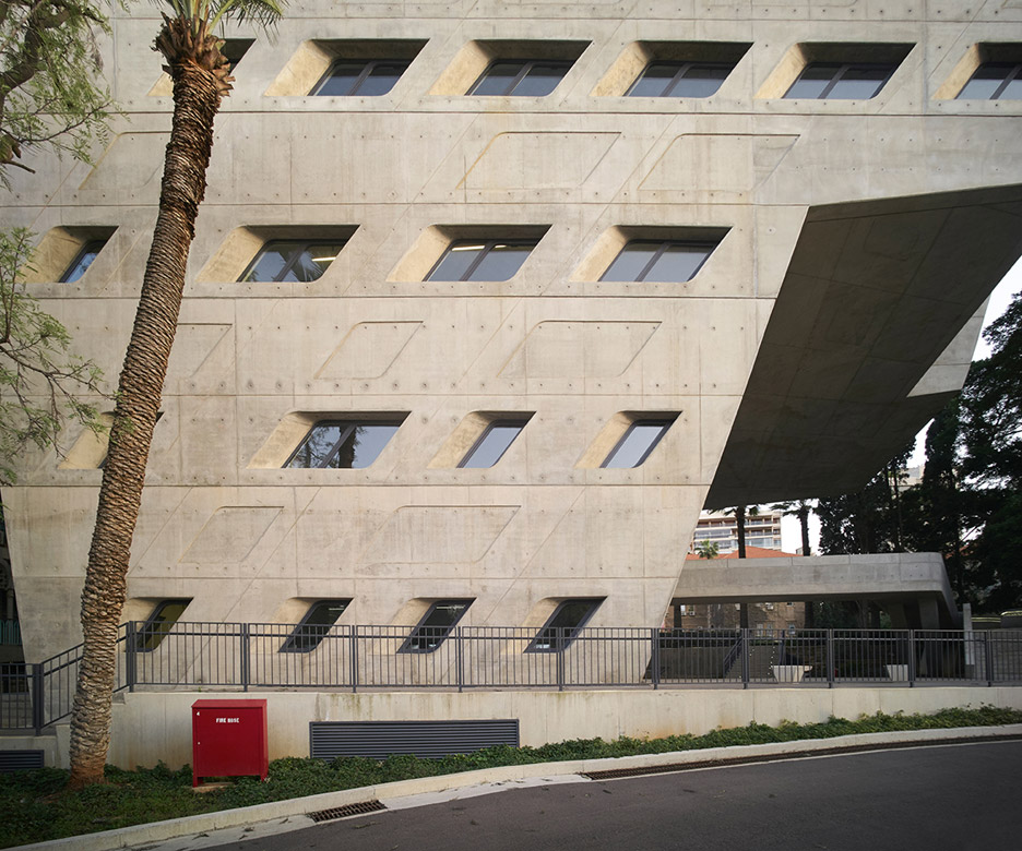issam-fares-institute-zaha-hadid-julien-lanoo-architecture-photography_dezeen_936_2