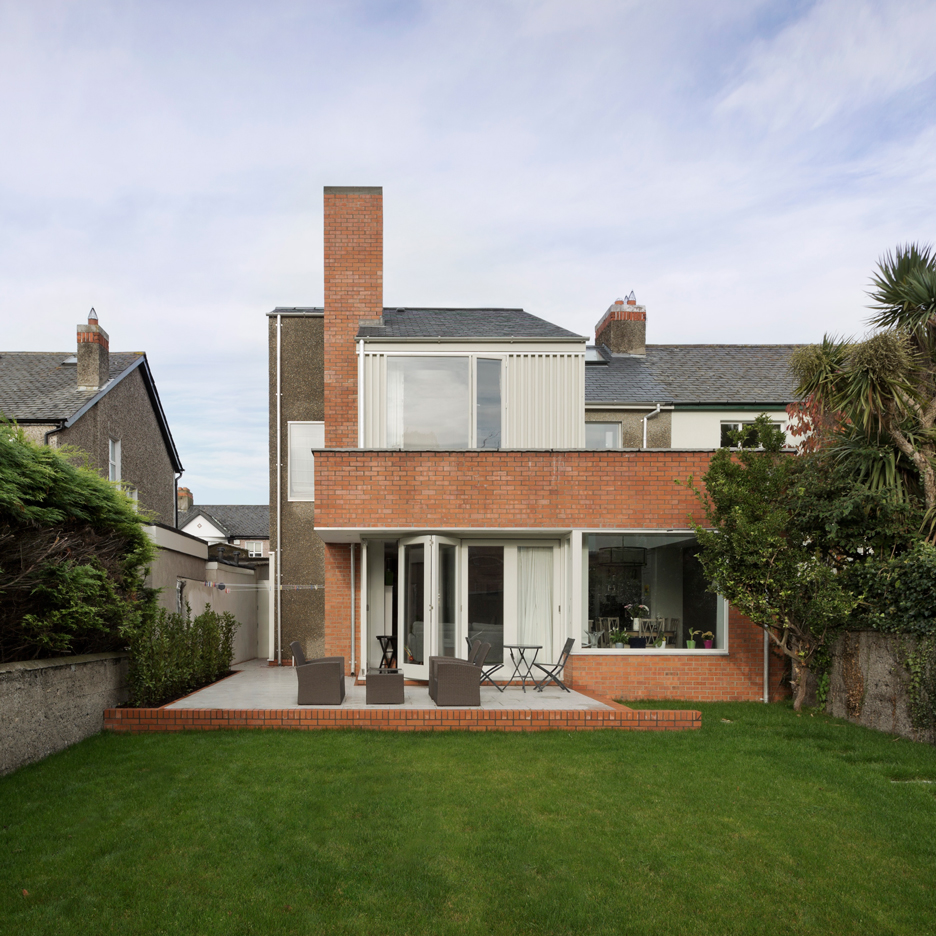 Gkmp architects uses pebbledash brick and slate for dublin house extension