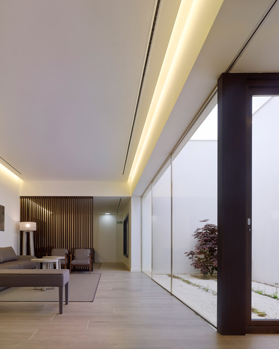 Morgue of Jove by AE Arquitectos