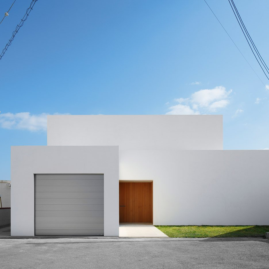 John Pawson completes bright white holiday home on Japan's Okinawa island