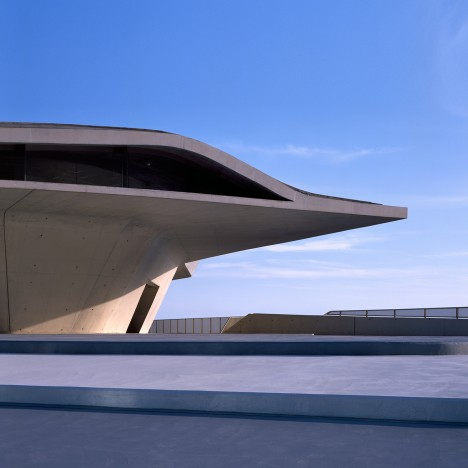 "Zaha Hadid Architects completes ""oyster-like"" ferry terminal in Salerno"