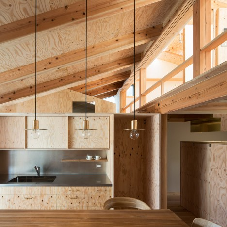 Hitotomori completes small house with a custom-made plywood interior