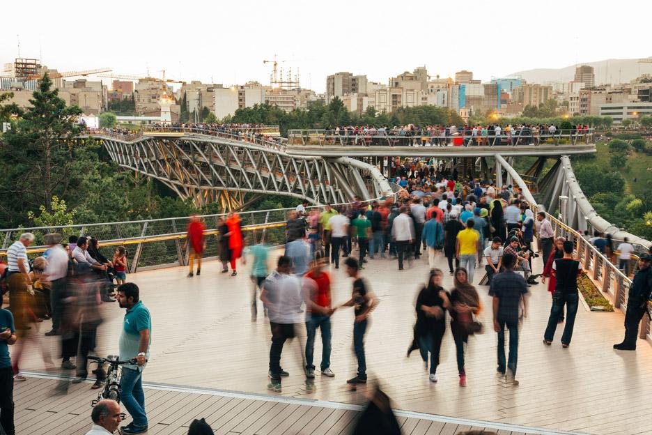 tabiat-bridge-diba-tensile-architecture-tehran-iran-extra_dezeen_936_5