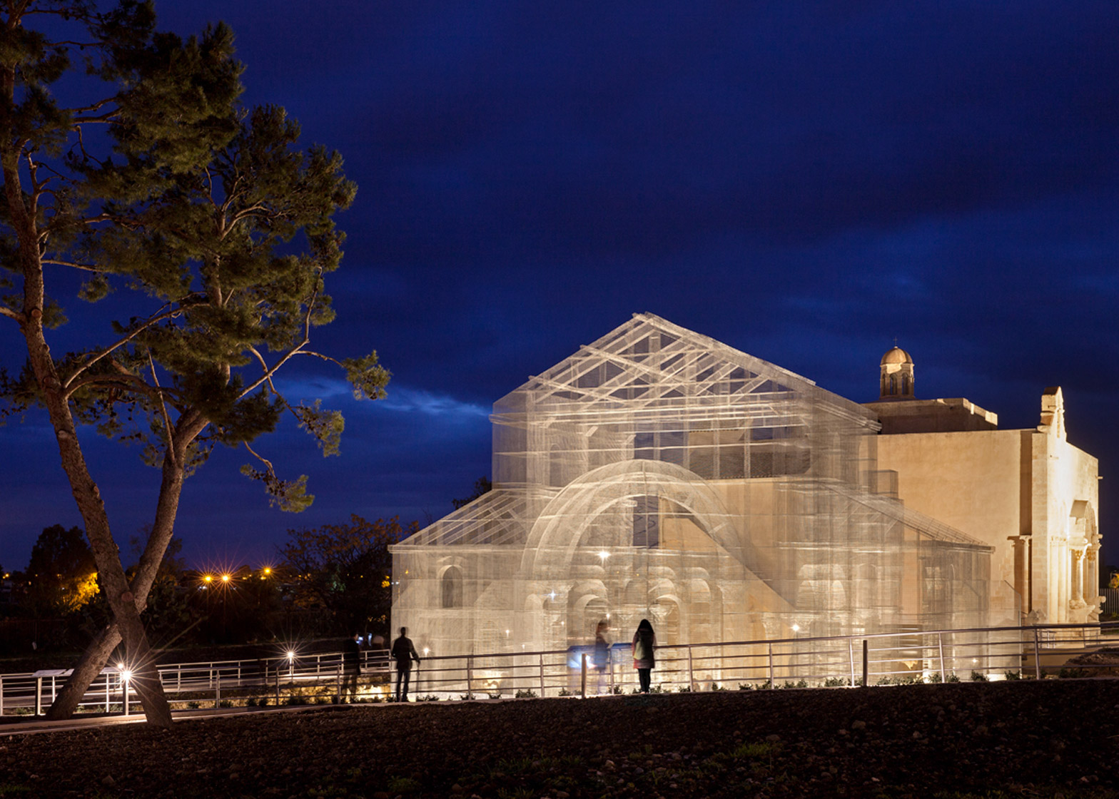 Wire installation by Edoardo Tresoldi