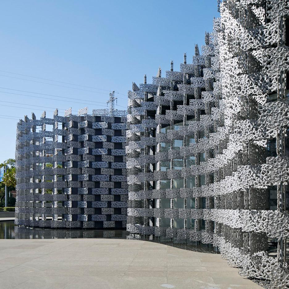 "Kengo Kuma clads ""amoeba-shaped"" art centre in porous aluminium panels"