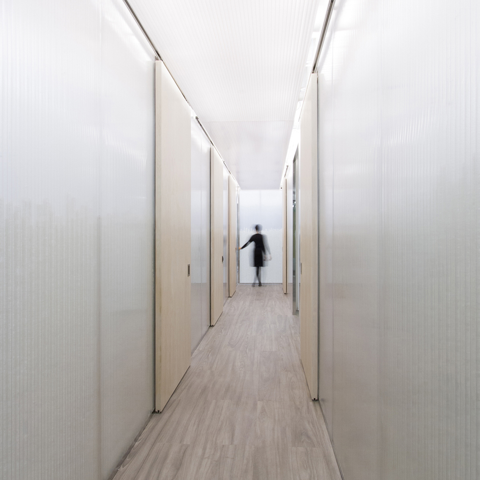 UUfie completes light-filled Ontario medical clinic with translucent polycarbonate walls