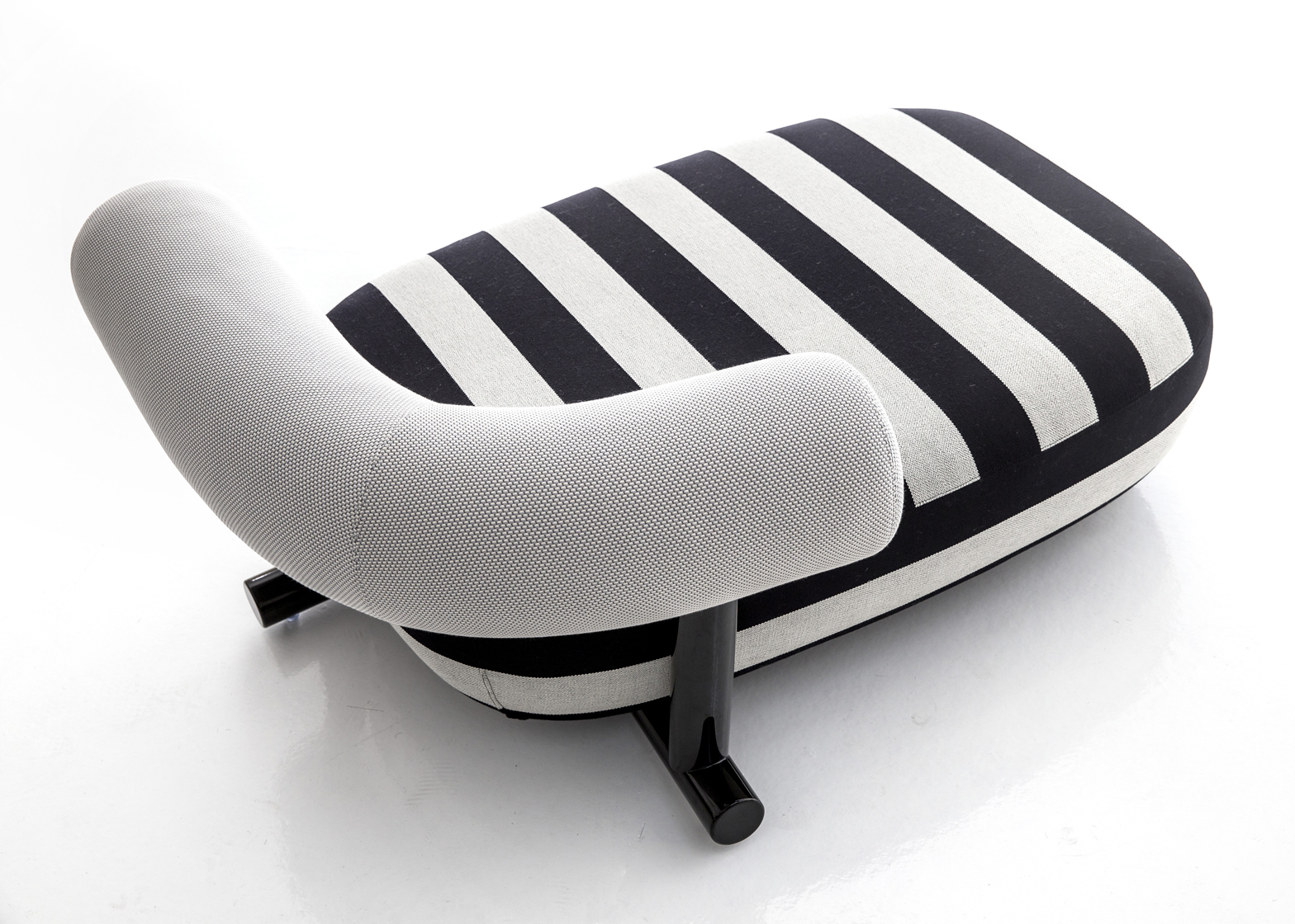 Pipe chaise longue by Sebastian Herkner for Moroso
