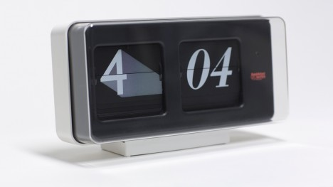 "Sebastian Wrong's Font Clock ""wakes people up with a real crack"" at midnight"