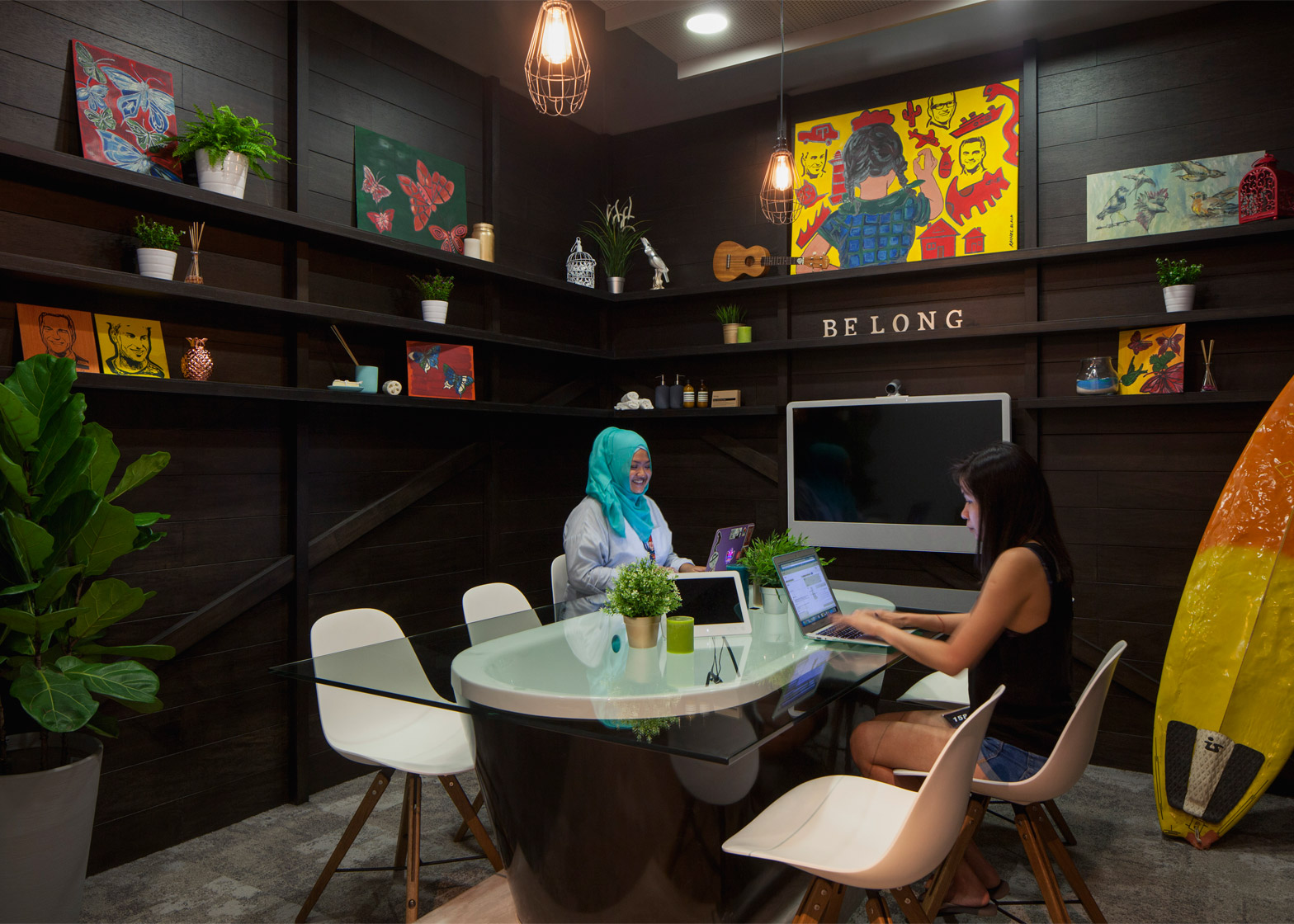 The Airbnb office in Singapore by FARM