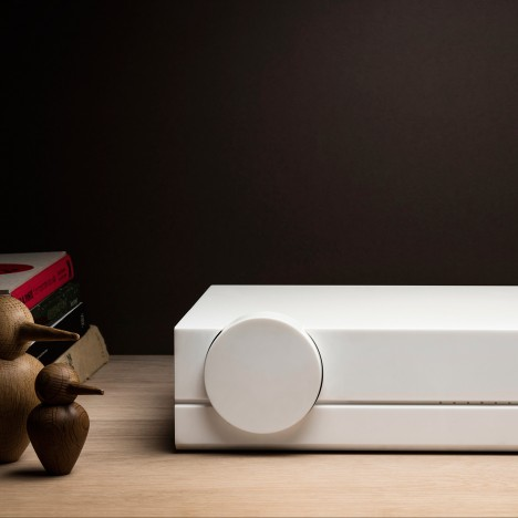 Paul Crofts designs minimal white amp for Audioberry