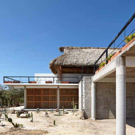 Baaq completes seaside house in Mexico with an elevated pool and a thatched roof