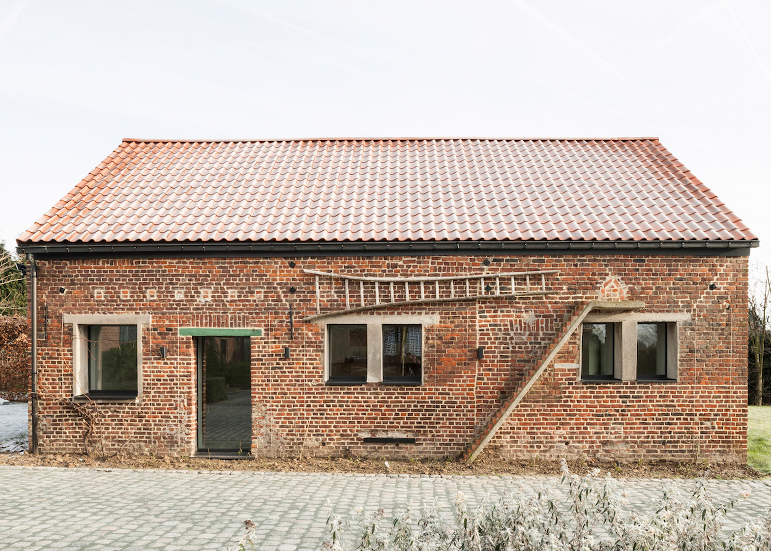 Barn conversion in West Flanders by Studio Farris