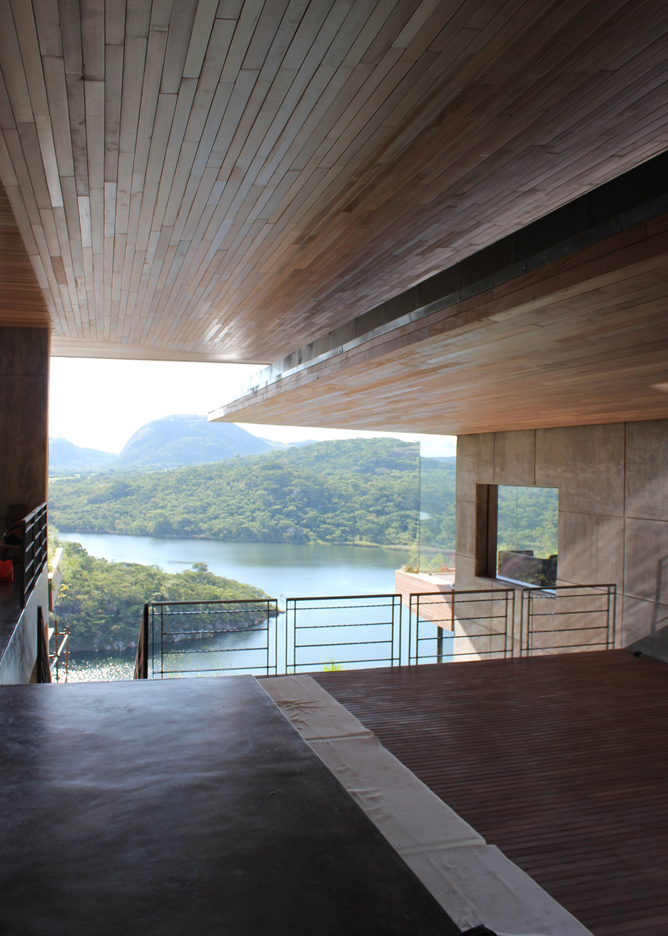 Gota Dam Residence by Sforza Seilern Architects