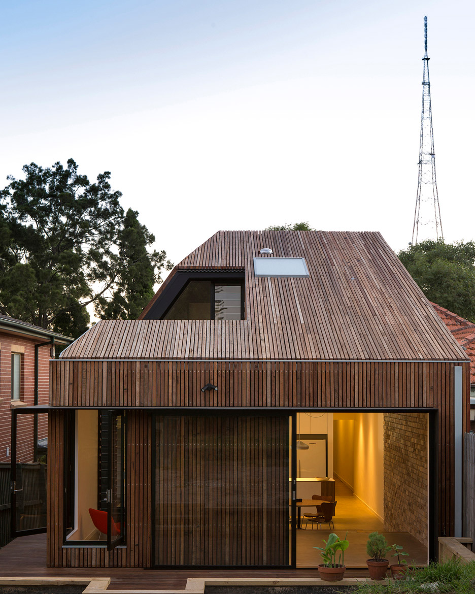 Cut-away roof house by Scale Architecture