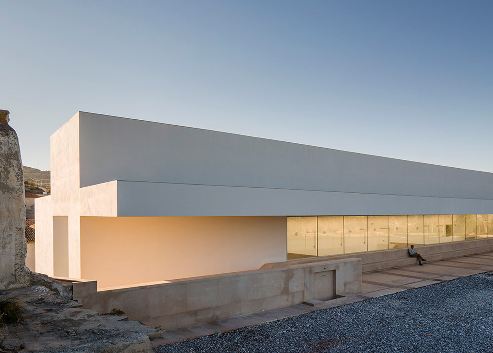 Employment Building by Daroca Arquitectos