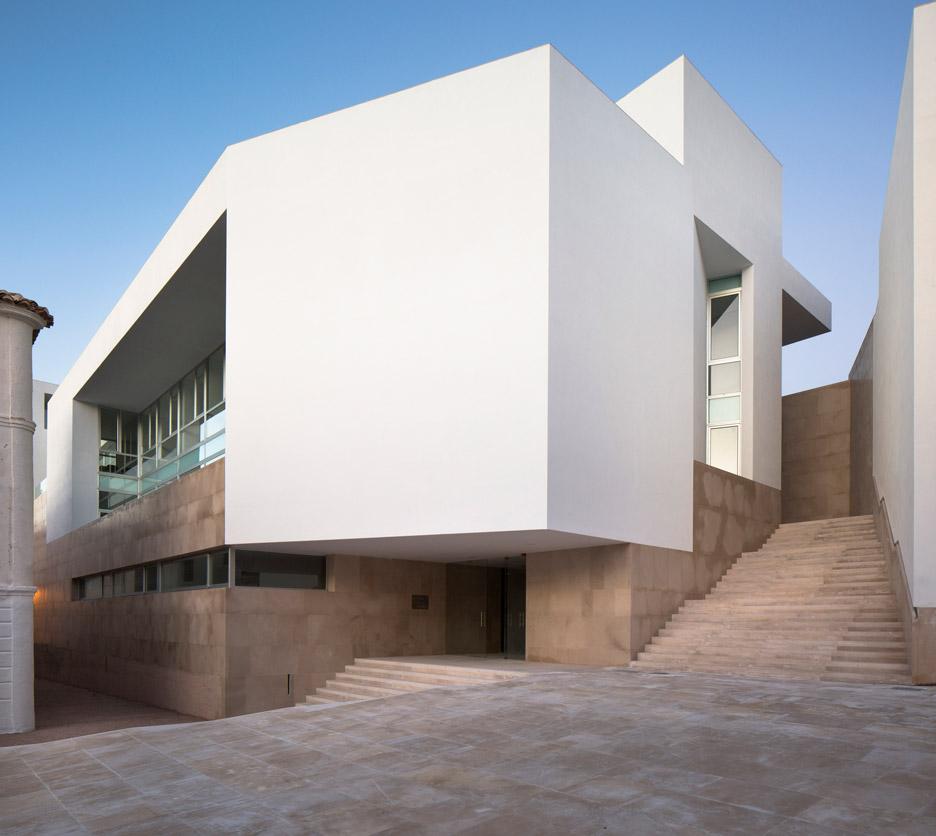 employment-building-daroca-arquitectos-baza-citadel-trasgrisolias_dezeen_936_9