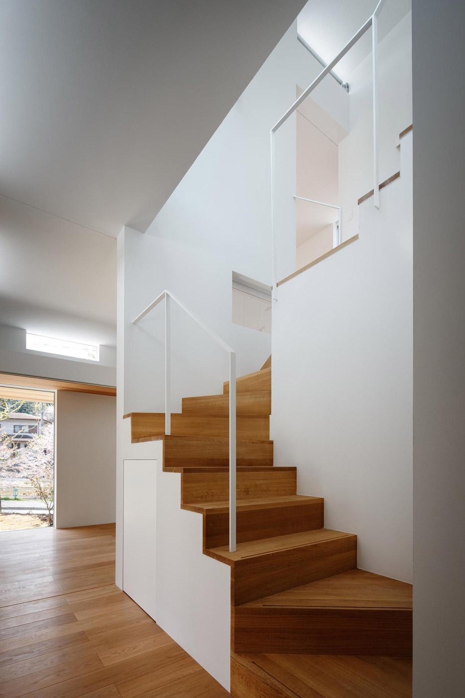 House in Okazaki by Kazuki Moroe Architects
