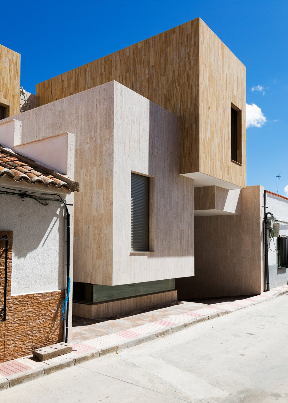 Residential Architecture: House R+ by OOIIO in Spain