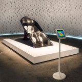 """Greg Lynn's microclimate chair for Nike could give athletes """"a distinct performance advantage"""""""