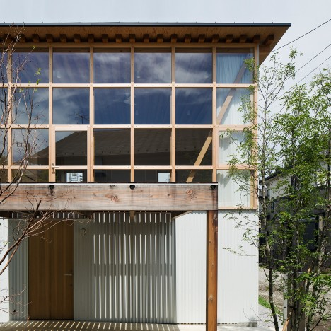 "Tetsuo Yamaji builds ""a non-mass-produced house with mass-produced components"""