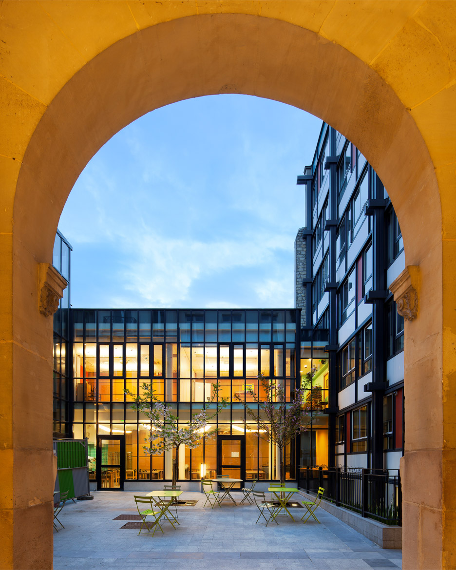 Psychiatric hospital extension in Paris by Atelier 2+1