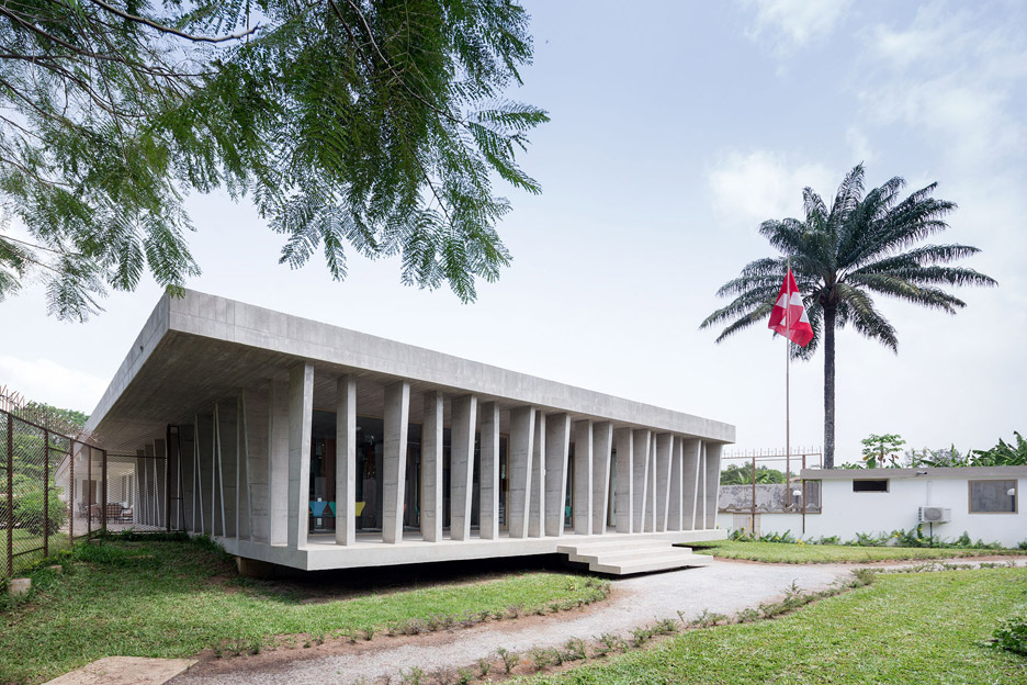 https://static.dezeen.com/uploads/2016/05/swiss-embassy-local-architecture-abidjan-switzerland-concrete_dezeen_936_0.jpg