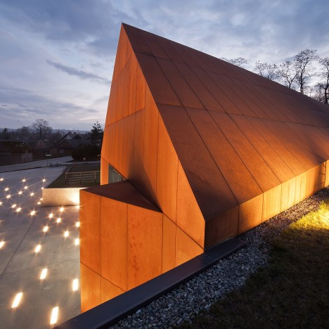 Nizio Design commemorates the Holocaust with angular weathering-steel museum
