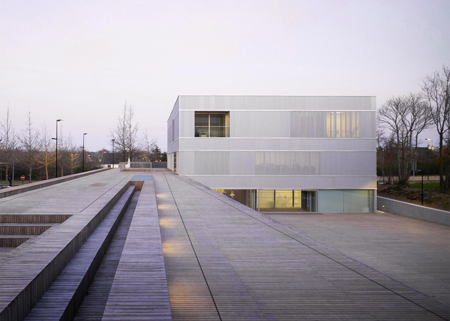 Town Hall Saint-Jacques de la Lande by LAN Architecture