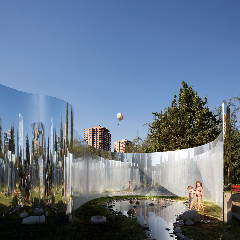 yap-constructo-6-your-reflection-guillermo-hevia-garcia-nicolas-urzua-pavilion-architecture-installation-mirrors-santiago-chile_dezeen_936_14