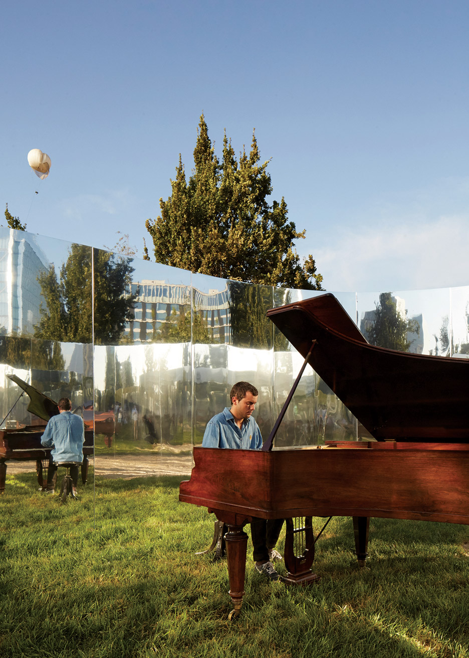 yap-constructo-6-your-reflection-guillermo-hevia-garcia-nicolas-urzua-pavilion-architecture-installation-mirrors-santiago-chile_dezeen_936_2