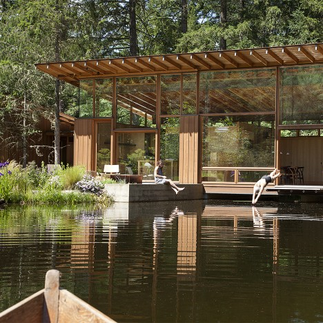 Cutler Anderson builds wooden Newberg Residence over an Oregon pond
