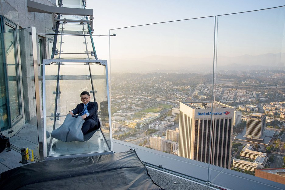 Us Bank Slide >> Glass Skyslide Opens At The Top Of La S Tallest Skyscraper