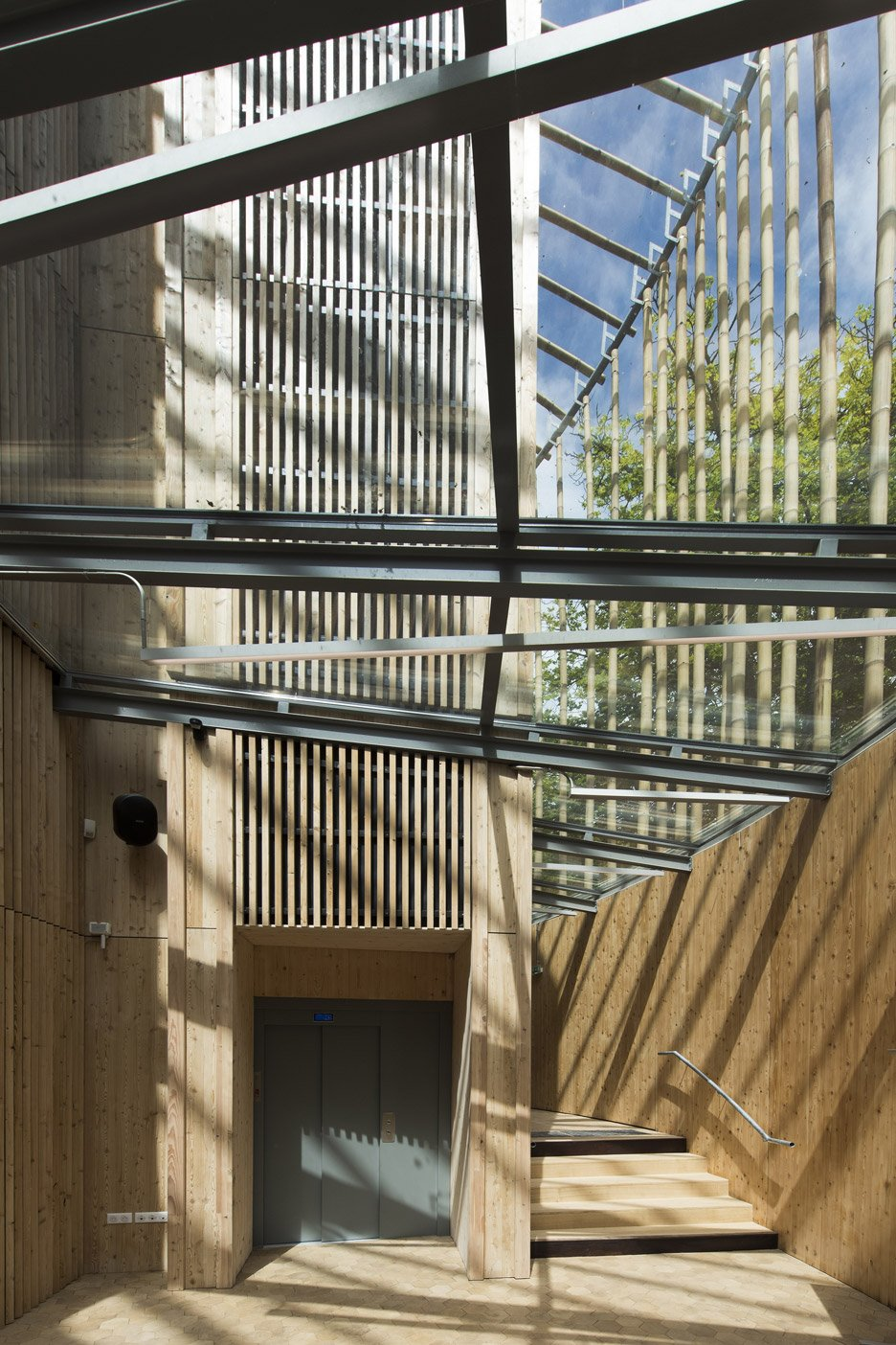 andrew-todd-theatre-pas-de-calais-globe-elizabethan-france-cross-laminated-timber_dezeen_936_0
