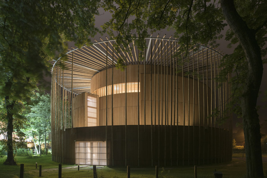 andrew-todd-theatre-pas-de-calais-globe-elizabethan-france-cross-laminated-timber_dezeen_936_25