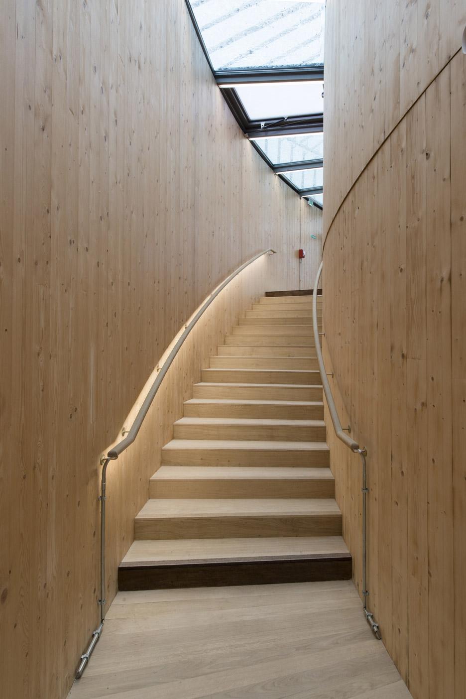 andrew-todd-theatre-pas-de-calais-globe-elizabethan-france-cross-laminated-timber_dezeen_936_26