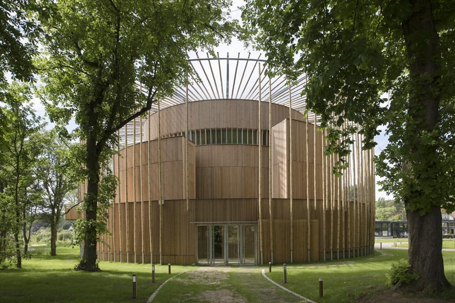 andrew-todd-theatre-pas-de-calais-globe-elizabethan-france-cross-laminated-timber_dezeen_936_3