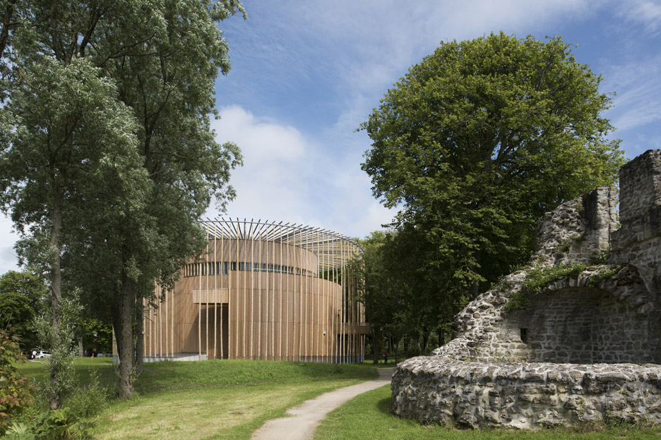 andrew-todd-theatre-pas-de-calais-globe-elizabethan-france-cross-laminated-timber_dezeen_936_4