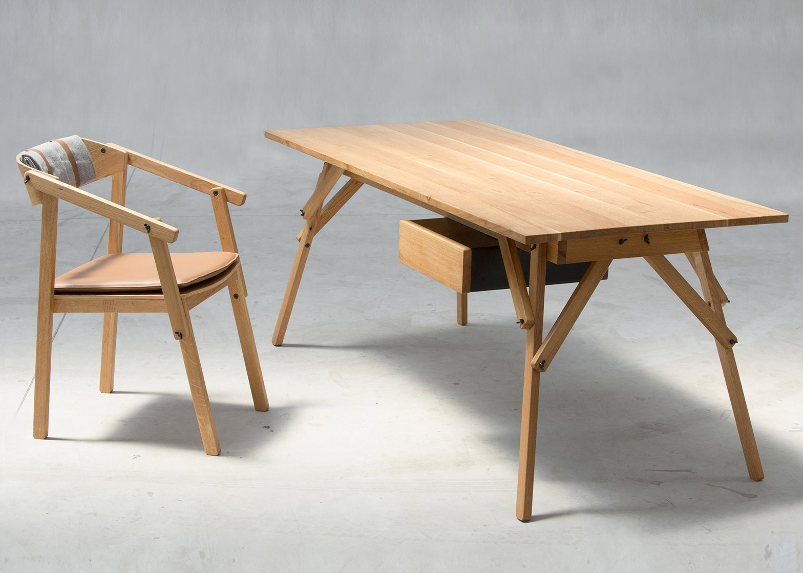 Atelier desk by Ubikubi