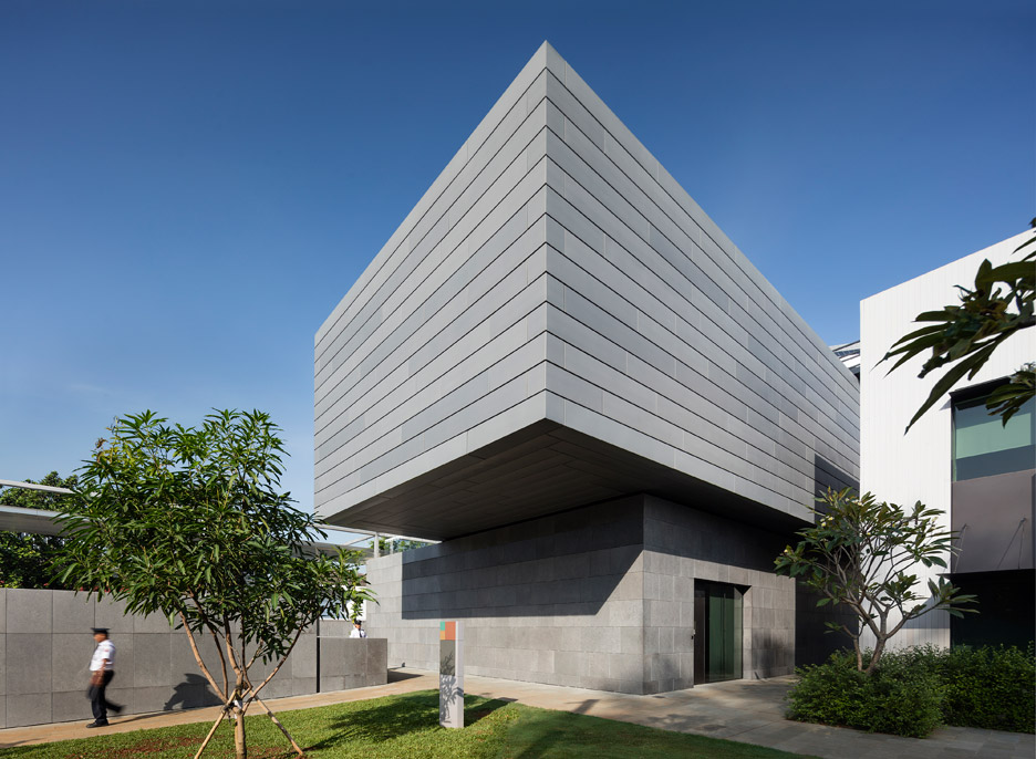 australian-embassy-denton-corker-marshall-jakarta-indonesia-rectangular-volumes-offices-government-architecture-structure-recreation_dezeen_936_2