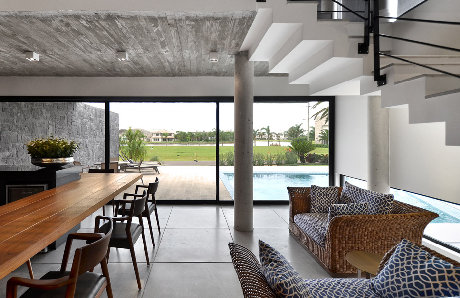 Casa Bosques by Studio Colnaghi Arquitetura, concrete residential architecture in Xangrilá, Brasil