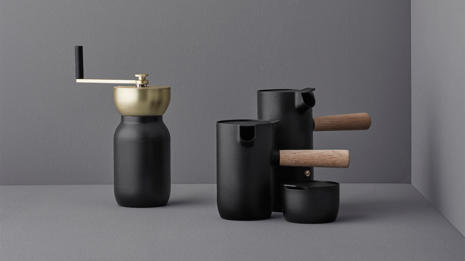 Somethings Collar Set Encourages Users To Brew Coffee