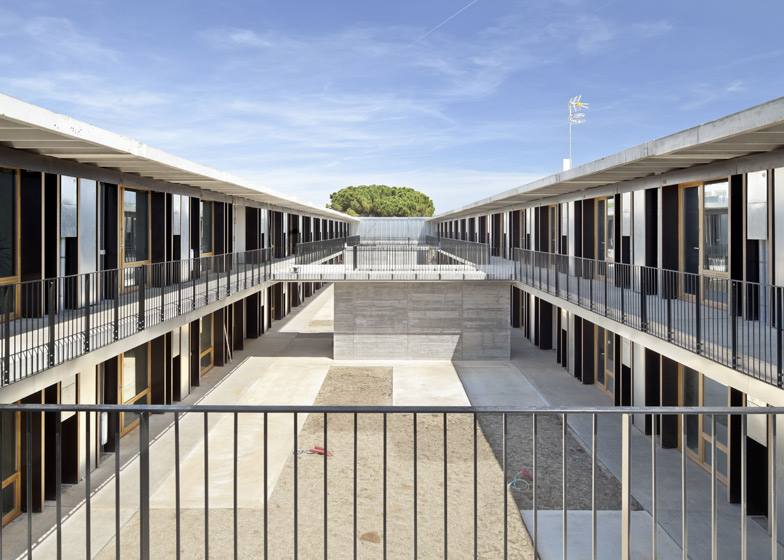 57 Housing Units on the ETSAV Campus by DataAE and H Arquitectes