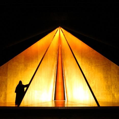 Anish Kapoor creates elemental set design for English National Opera