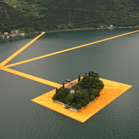 floating-piers-christo-lake-iseo-italy-june-2016-orange-yellow-fabric-birds-eye_dezeen_sq2-468x468