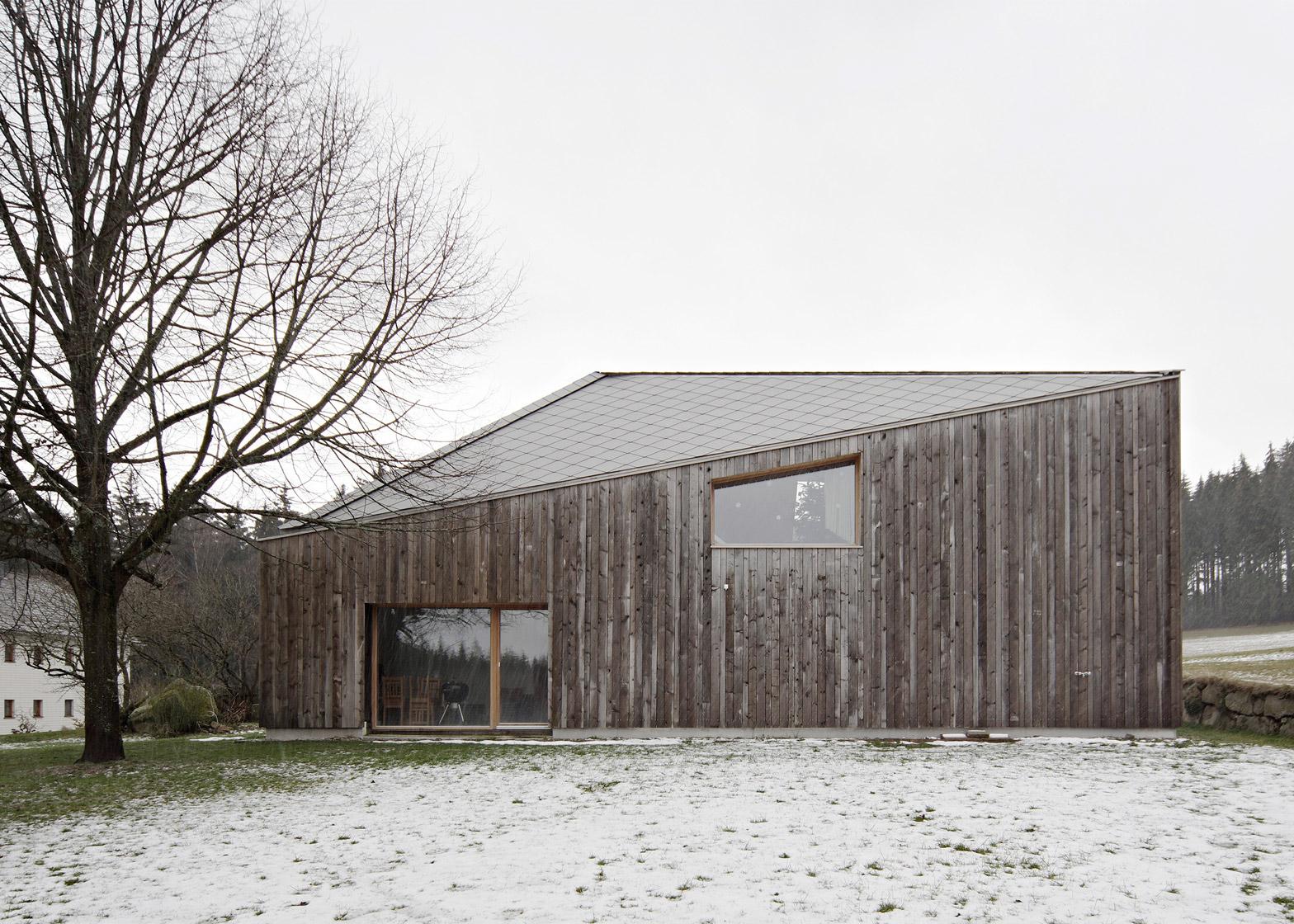 House MK by HPSA