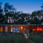 Ramsey Jones creates slim beach cottage on the shore of Lake Michigan
