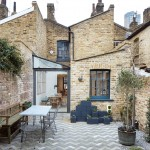 Fraher Architects adds glass-roofed extension to terraced house in London