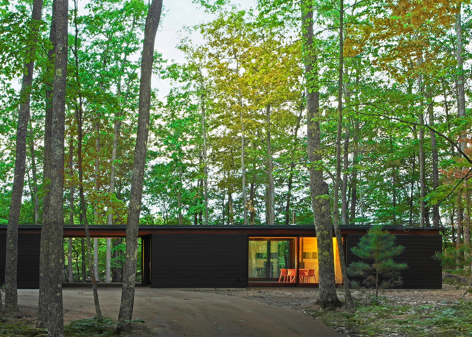 Linear cabin by Johnsen Schmaling Architects